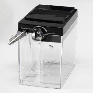 Milchtank in der Espressomaschine