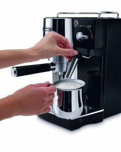 Milchschaum aus der Espressomaschine